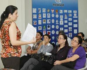Charla. Alina Jiménez explicó sobre el contenido del decreto. Foto: Expreso