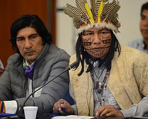 Representantes de organizaciones indígenas como Carlos Pérez Guartambel (primero a la izquierda) acudieron a la CIDH. Foto: CIDH