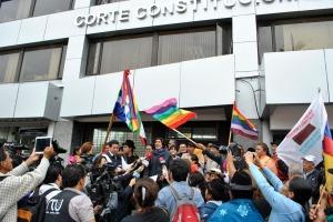 Plantón fuera de la Corte Constitucional.